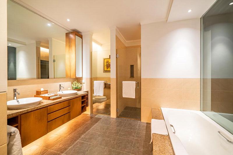 Bali running holiday bathroom